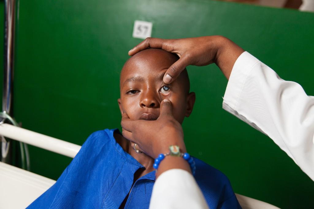 Bambino in visita medica