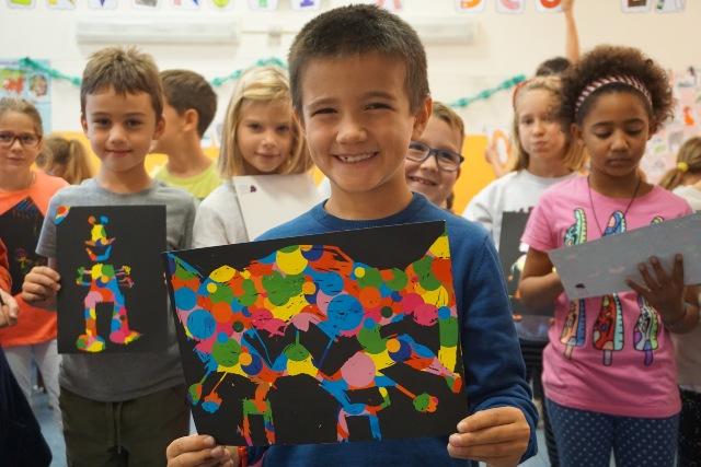 bambino disegno a scuola