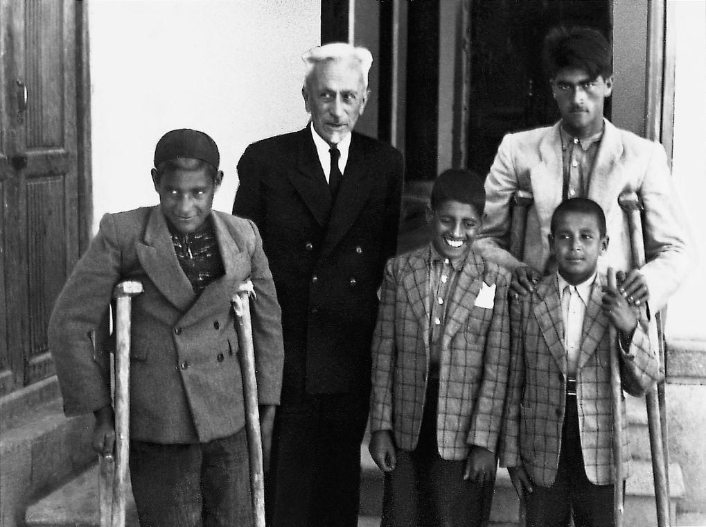 christoffel con tre bambini con disabilità