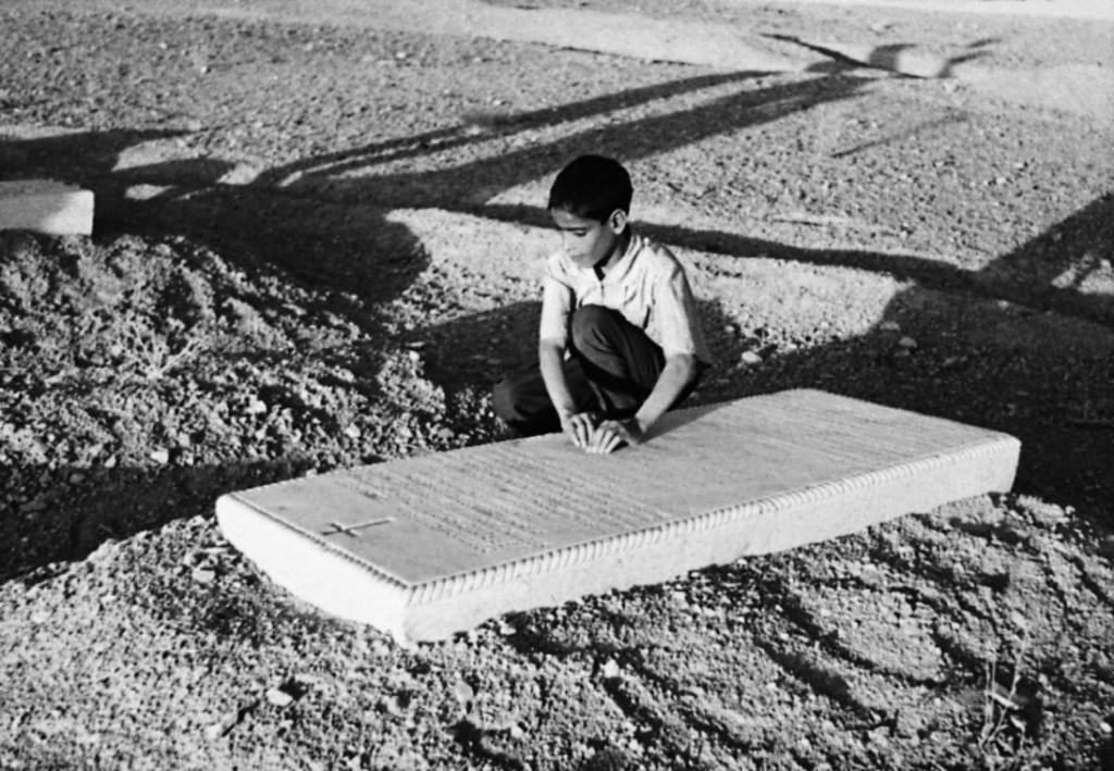 bambino sulla tomba di christoffel