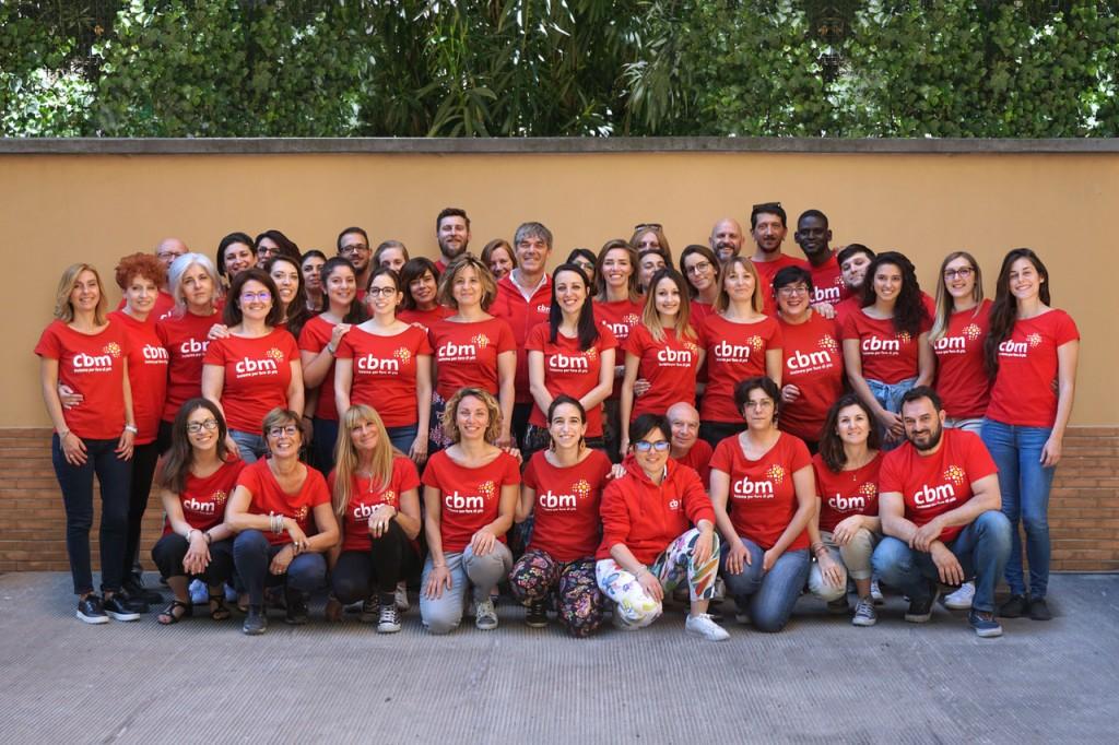 foto di gruppo dello staff di CBM Italia