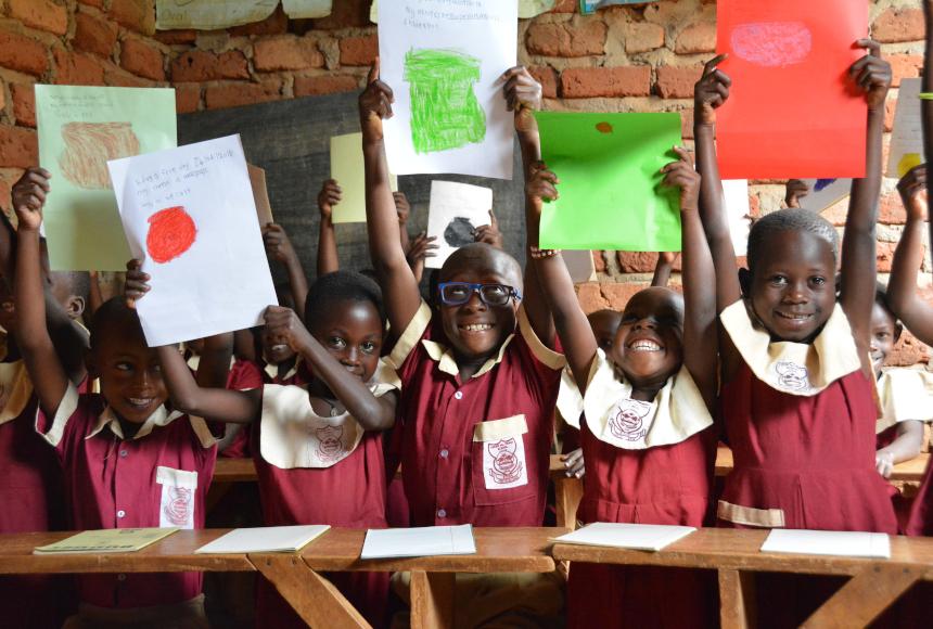 bambini in classe sorridenti