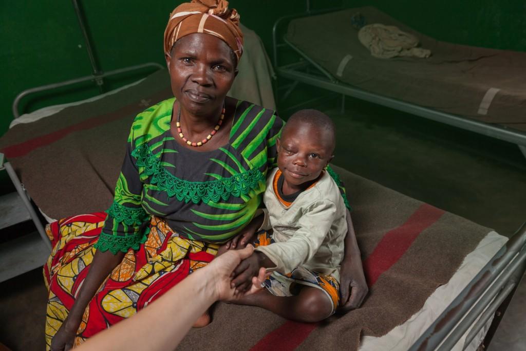 una mamma con un bambino in ospedale